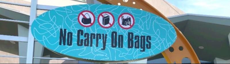 Não pode entrar com mochila brinquedos Universal